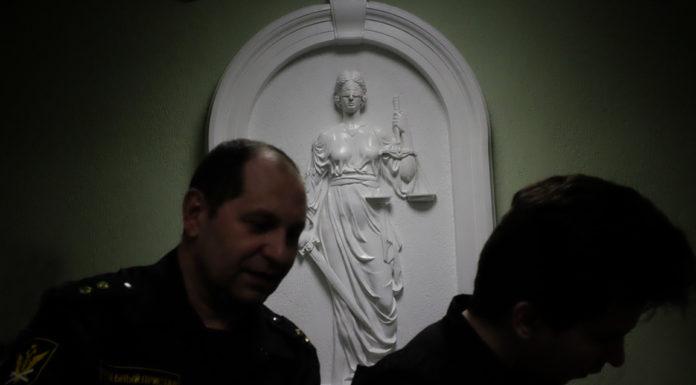 Барельеф с изображением Фемиды в Московском районном суде Калининграда