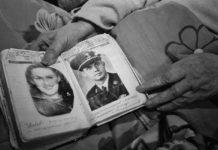 В сохранившемся альбоме: Валентина Иевлева (слева) и Уоррен Баусли (справа) 1947, Мурманск