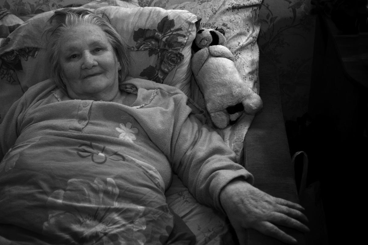 Валентина Иевлева в своей квартире в Щербинке, Московская область