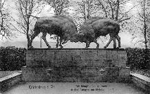 Борющиеся зубры, 1912. Скульптор Август Гауль. PREGEL.INFO