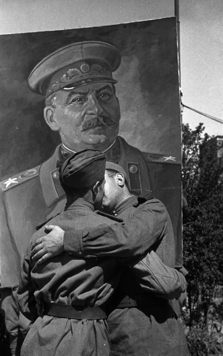 Солдаты Красной армии после победы во Второй мировой войне. Фото из частной коллекции.
