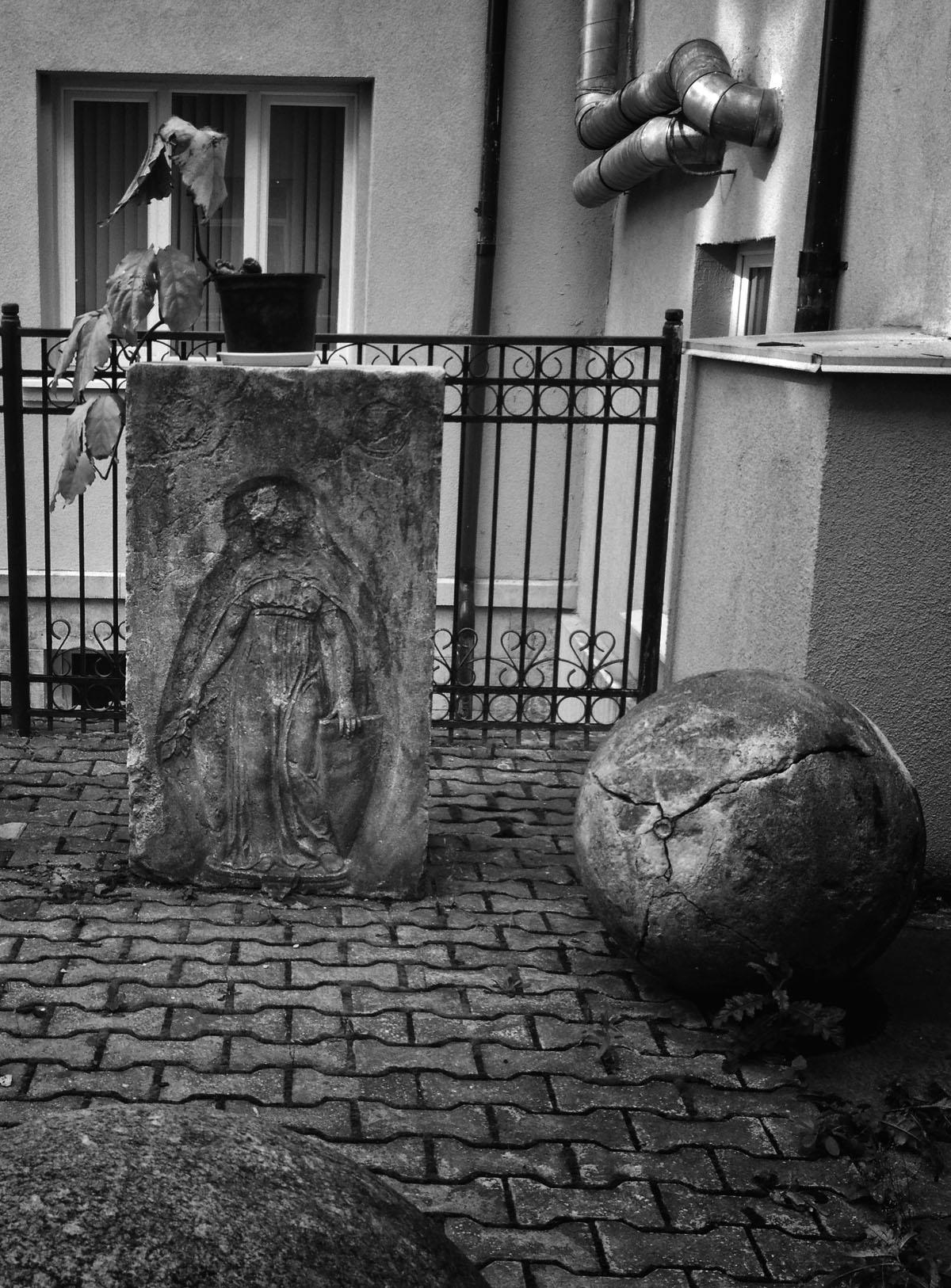 Станислаус Кауэр. Надгробная плита. Внутренний дворик университета имени Канта