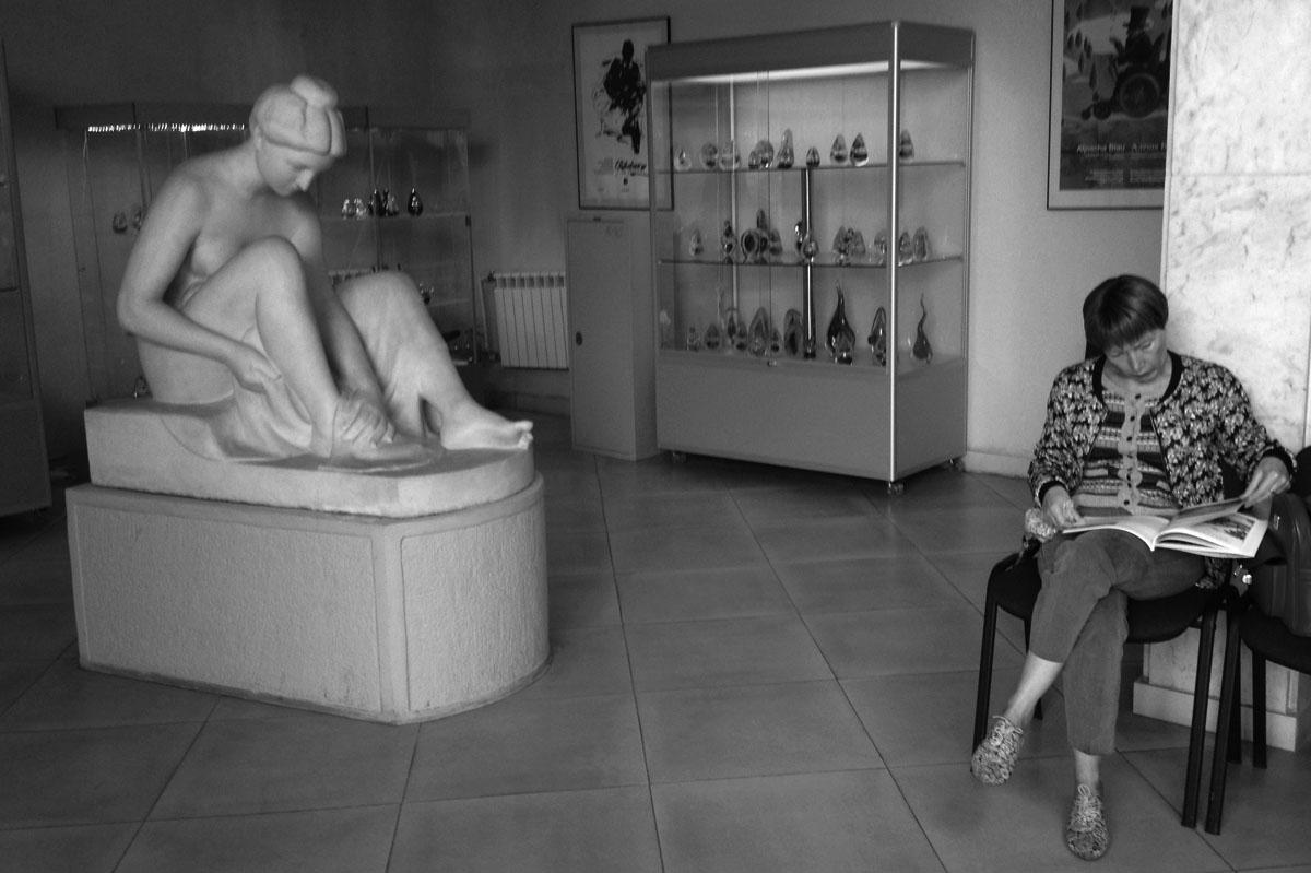 Станислаус Кауэр. После купания. Мрамор, 1905-1907. Калининградская художественная галерея