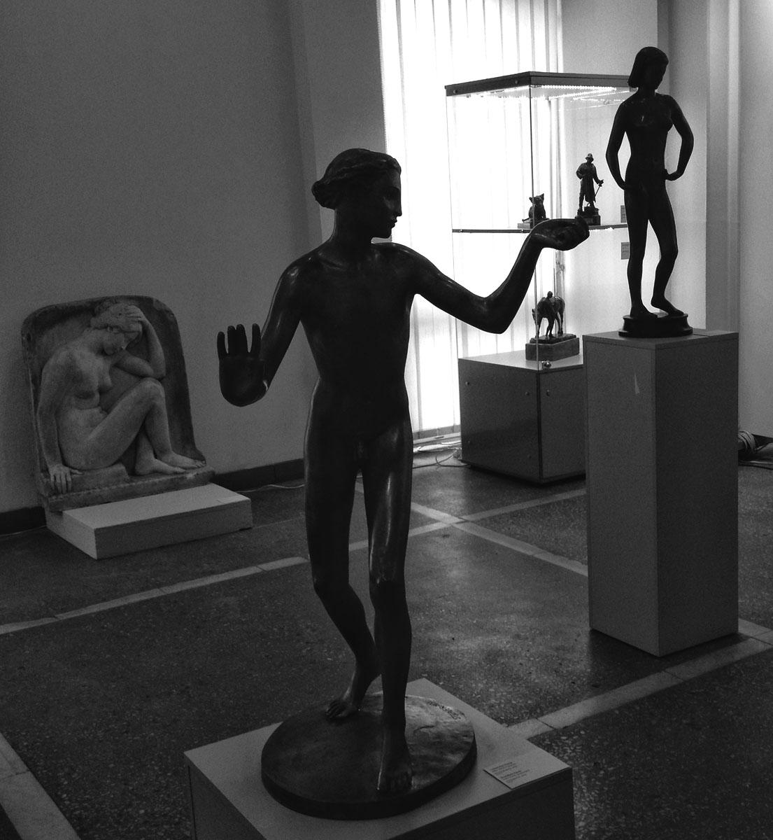 Работы Станислауса Кауэра в зале Калининградской художественной галереи