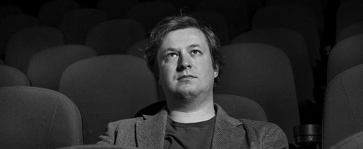 """«Мы все часть одного общества, и оно такое». Интервью Нелли Мумиловой с критиком и главным редактором журнала """"Искусство кино""""."""