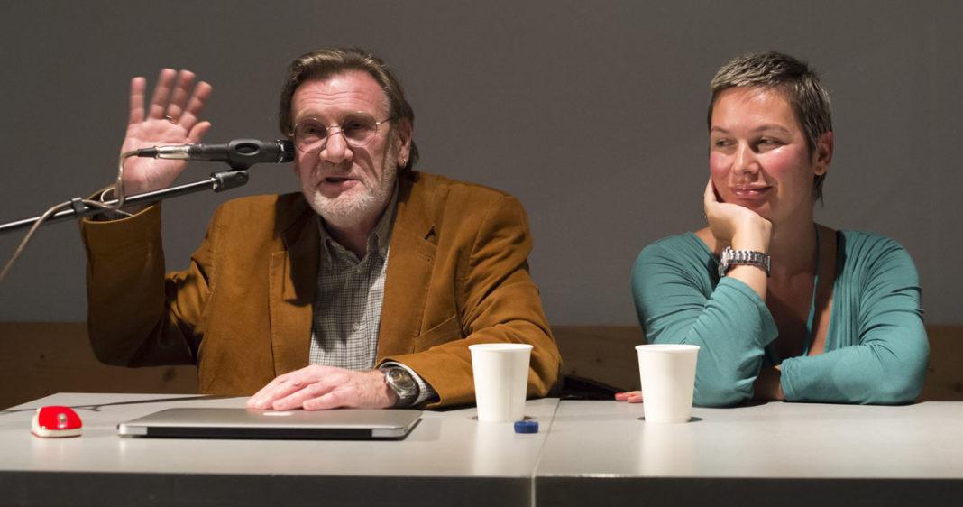 Леонид Никитинский (слева) и Нелли Муминова (справа) во время дискуссии