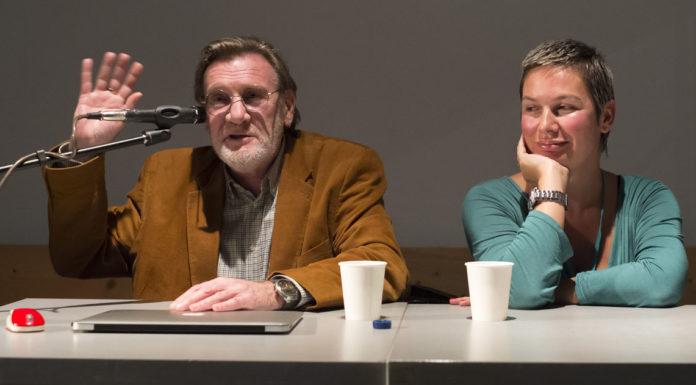 """Леонид Никитинский (слева) и Нелли Муминова (справа) во время дискуссии """"Журналистика - это то, что вам не понравится"""""""
